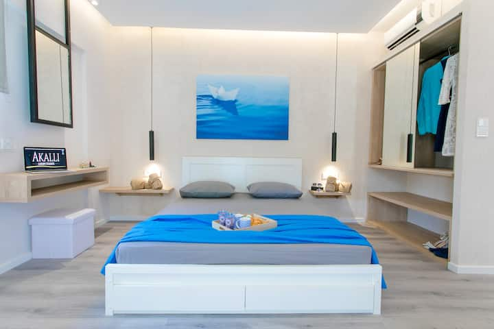 Akalli Luxury Studios-Ocean Room