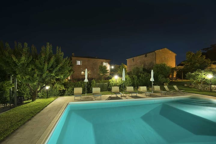 Independent country house with pool,Montepulciano - Abbadia - Huis