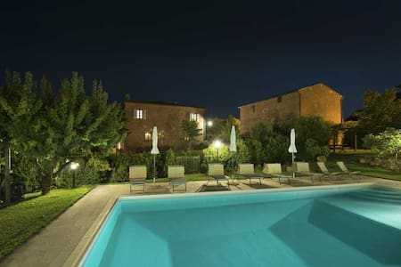 Independent country house with pool,Montepulciano - Abbadia - Σπίτι