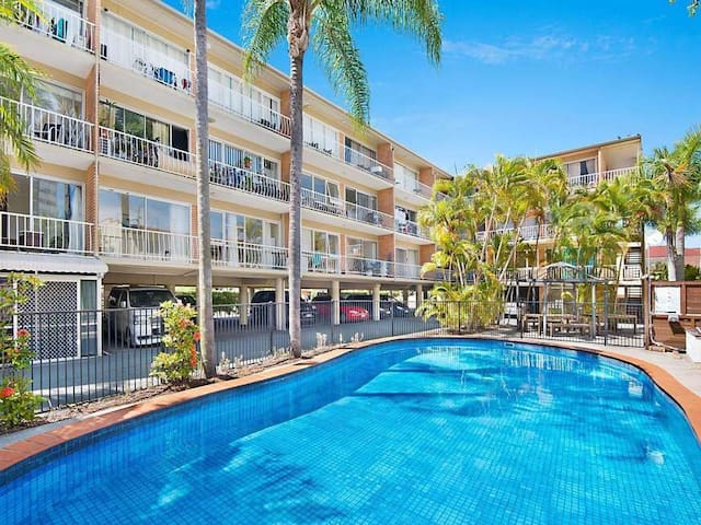 Shared Room at the Heart of Surfers Paradise!