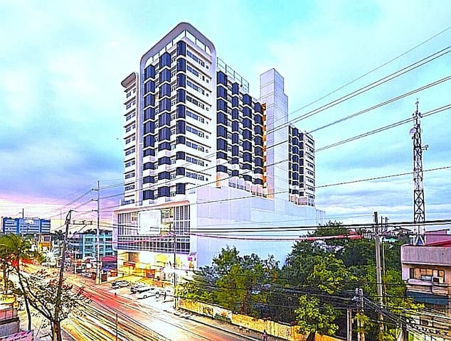Torre Sur Las Pinas (Home within the cityscape)