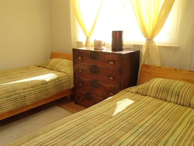 guest room east