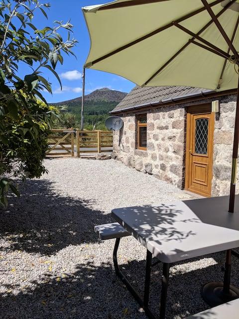 Holiday Cottage with Stunning Views of Bennachie