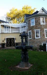 Stone Manor Vineyard & Orchard B&B - Lovettsville