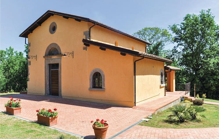 Holiday cottage with 2 bedrooms on 120 m² in Fabrica di Roma (VT)