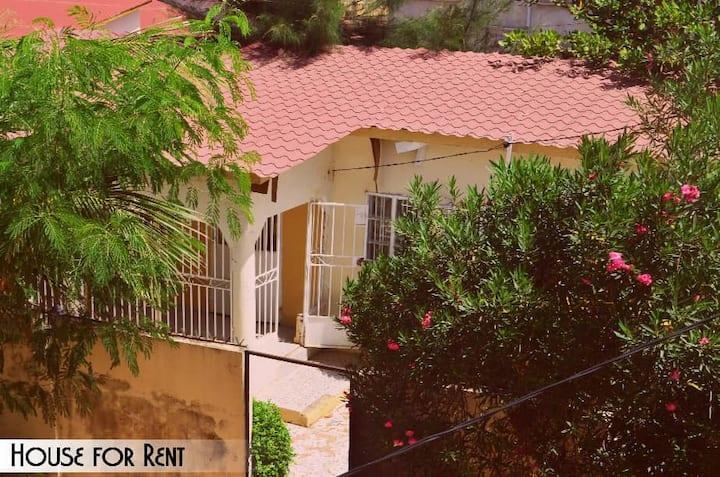 Afrikaans huisje te huur in rustige buurt