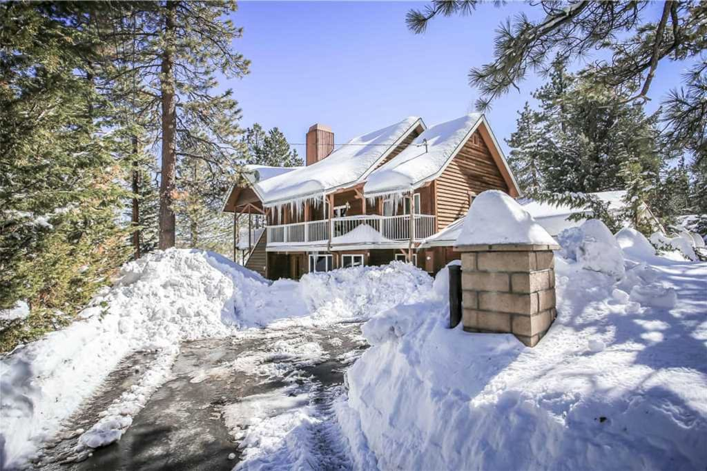 Snow covered Big Bear Cool Cabins, Lakefront Ranch House front