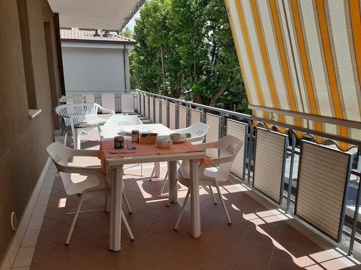 Appartamento vicino al mare  con ampio balcone