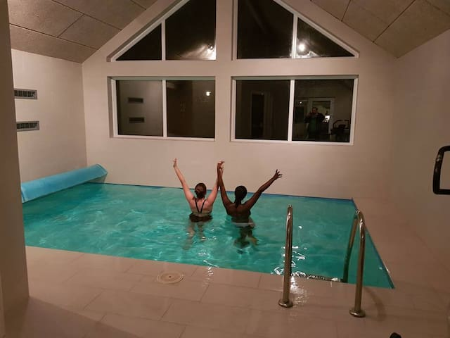 B46 - Luxury pool and activity house