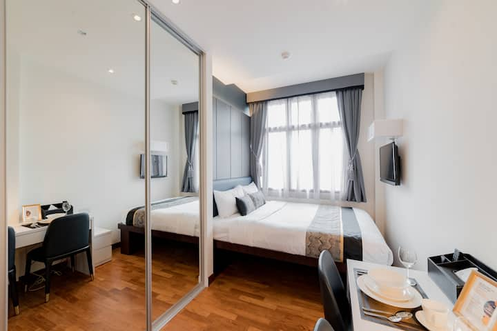 Boat Quay Studio Apartment