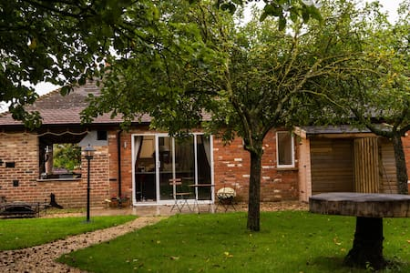 The Orchard Retreat - escape to the country!