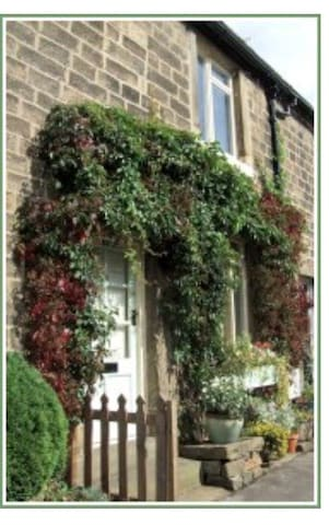 Daisy Nook: Cosy village cottage. Yorkshire - Addingham - Casa