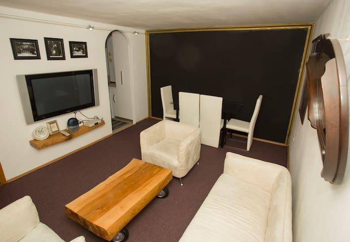 Mirror apartman