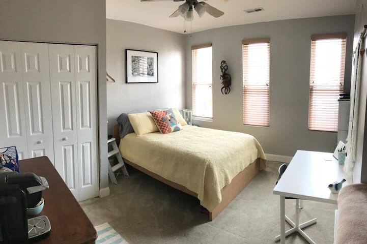 Bright & Cozy Room w Private Bath