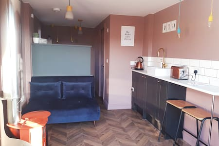 Boutique bolt hole Whitby with FREE PARKING
