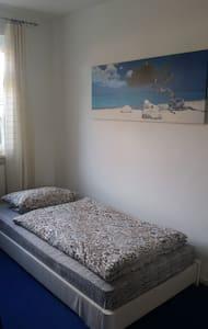 Kleines, helles, ruhiges Zimmer zum Wohlfühlen - Lüneburg - Leilighet