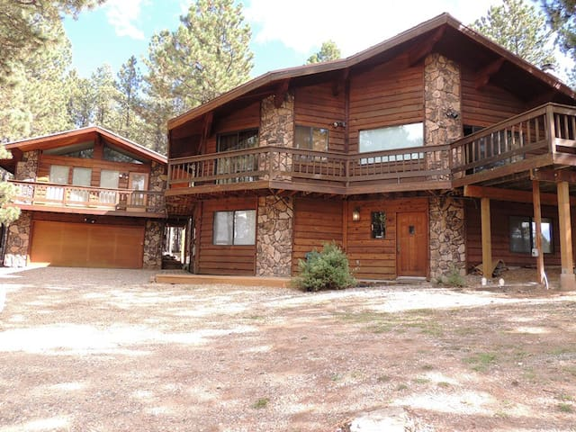 Close to slopes; Hot Tub; Perfect home for large group gatherings! 5K