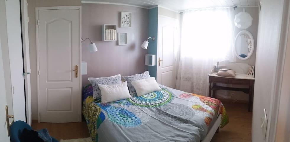 Chambre rénovée avec lit électrique double (160)
