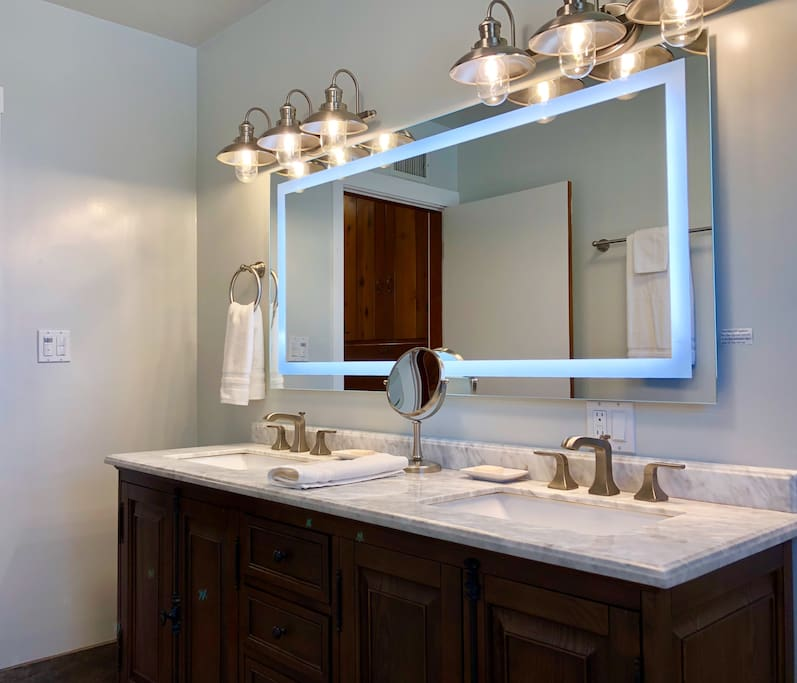Large Bathroom-large lighted mirror, double sink & double vanity