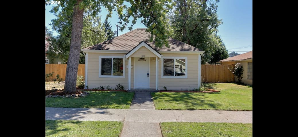 Simple home with great walkability to downtown