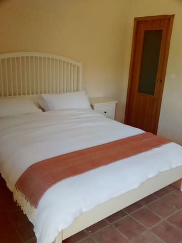 Luxury room with private bath and breakfast - El Pinell de Brai - House