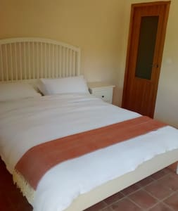 Luxury room with private bath and breakfast - El Pinell de Brai - Casa