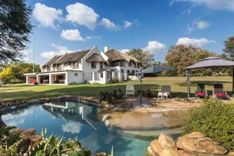Tranquil Country Manor - Close to Lanseria Airport