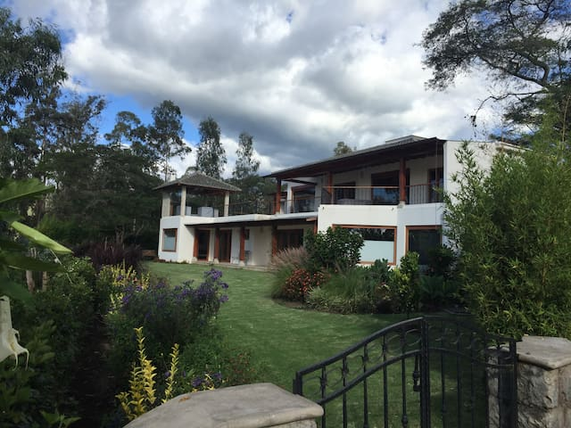 BEATIFUL COUNTRY HOUSE - Quito - Huis