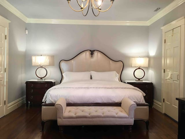 #1 Nob Hill King room and  Q sofa bed private bath