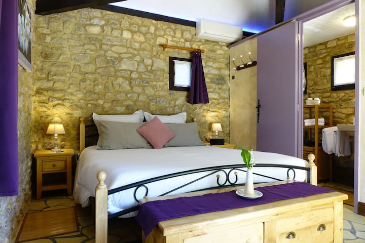 La Borie Chambre avec lit 160x200cm
