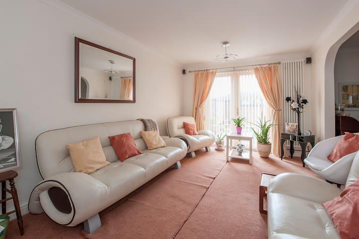 Cosy single room 10-15 min walk from city centre - Bristol - House
