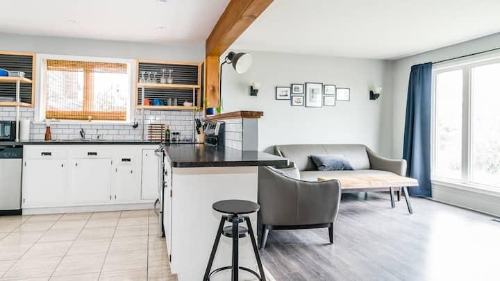Cozy cottage suite on Jones Lake