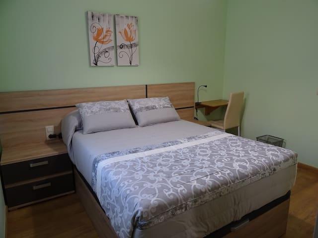 Dormitorio 2 con cama de 1,35x1,90  cm.