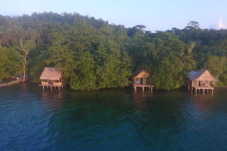 Vanua Kino - Marovo Lagoon over-water Bungalow #1