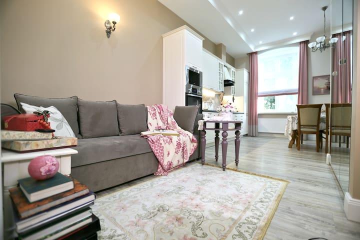 Ekskluzywny apartament w pałacu z parkiem