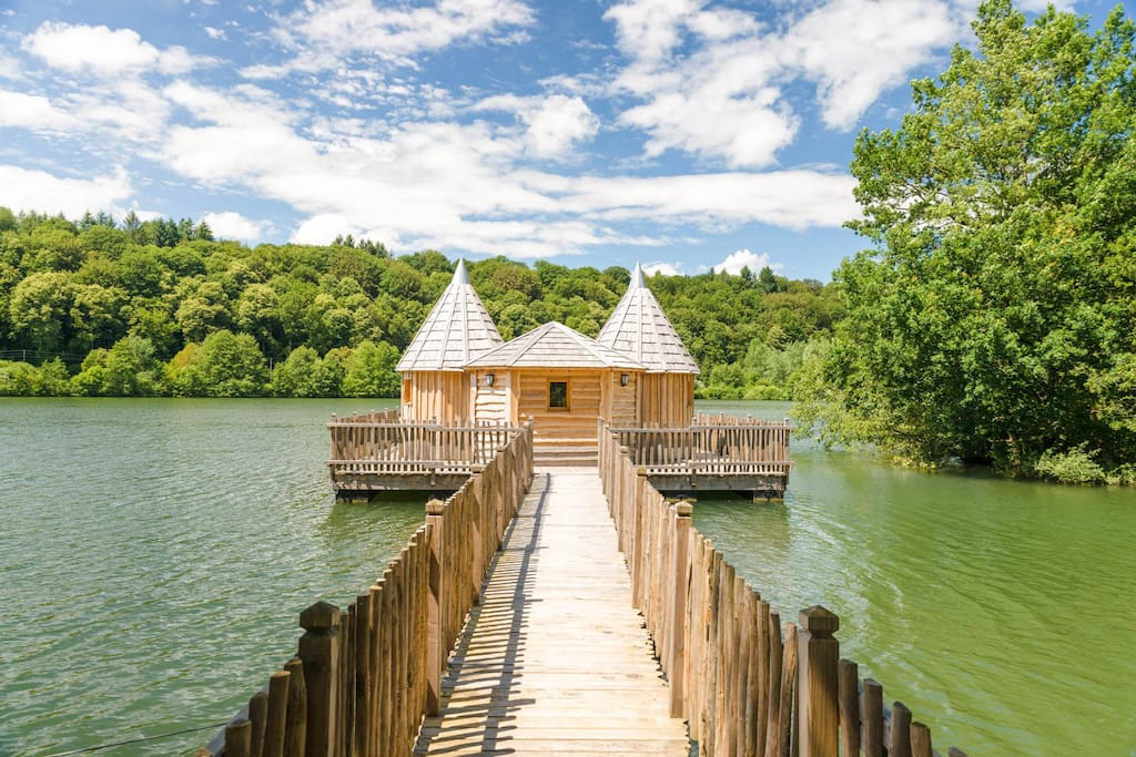cabane spa ch teau pour 4 personnnes treehouses for rent in chassey l s montbozon bourgogne. Black Bedroom Furniture Sets. Home Design Ideas
