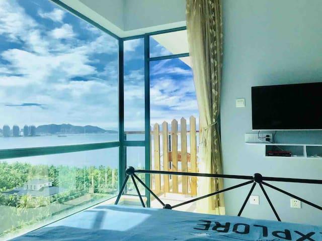 三亚湾椰梦长廊蓝系海景主题房,躺床上可看海,赠送免税店一日游,(同等价位,随机排房