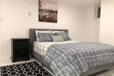 2 Bedroom Apartment - Newly Renovated