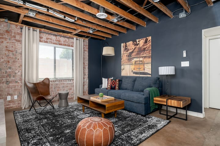 Stylish 2BR Townhome in Central Phx by WanderJaunt