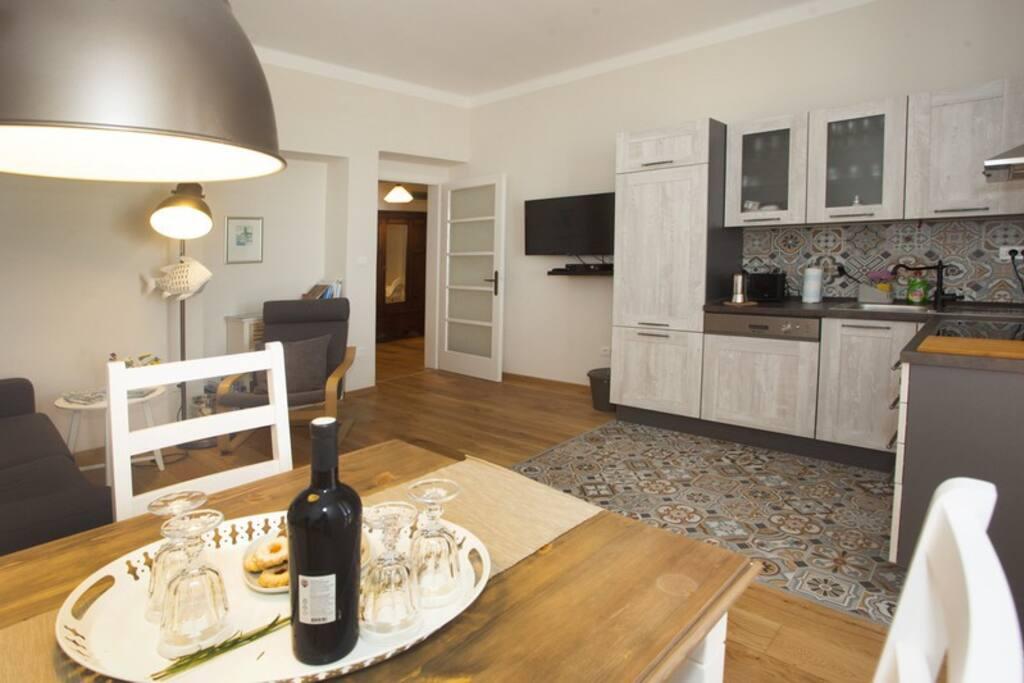 Wohnraum, Küche, TV