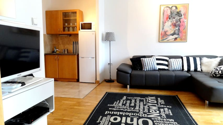 Sweet Home in BUSTLING city CENTER! - Budapest - Apartment