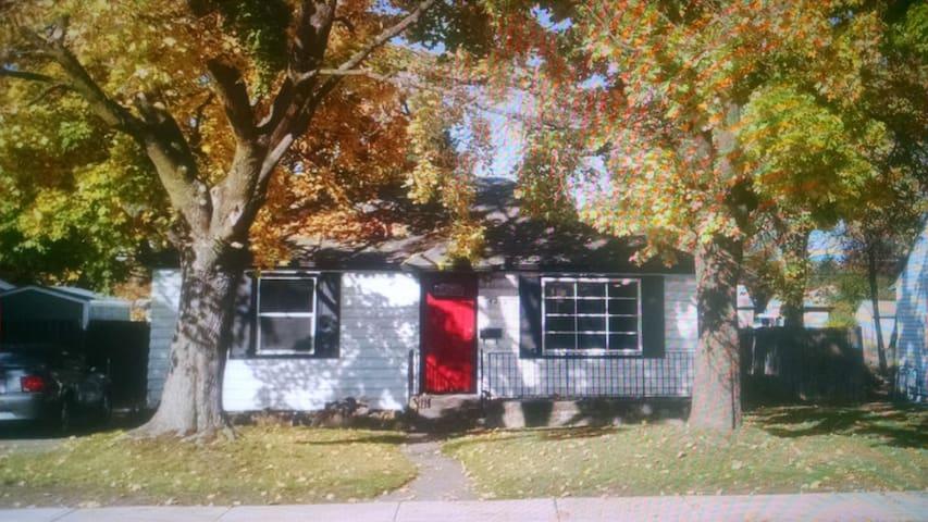 Cozy home near Joe Albi stadium :) - Spokane