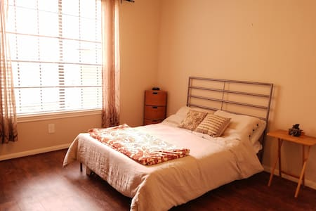 Private Room - walking distance to NRG Stadium - Houston - Departamento
