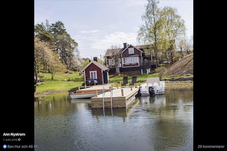 Charmig sjöstuga från sekelskiftet på ön Lådna - Värmdö NO - Гестхаус