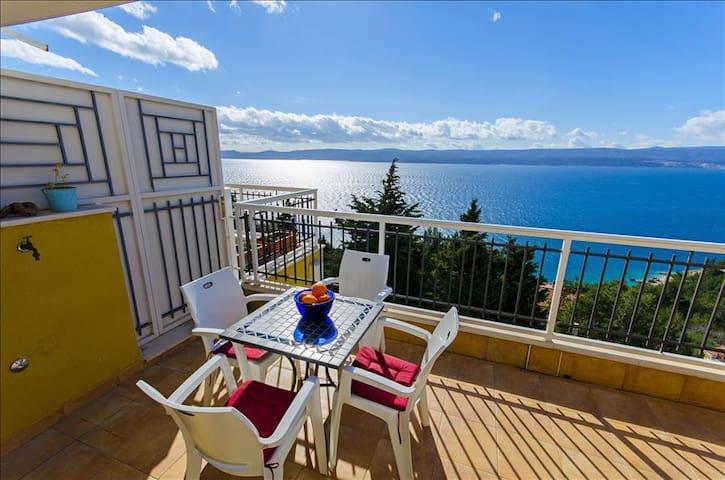 Schöne Wohnung mit atemberaubender Aussicht - komplett ausgestattet - Schwimmbad