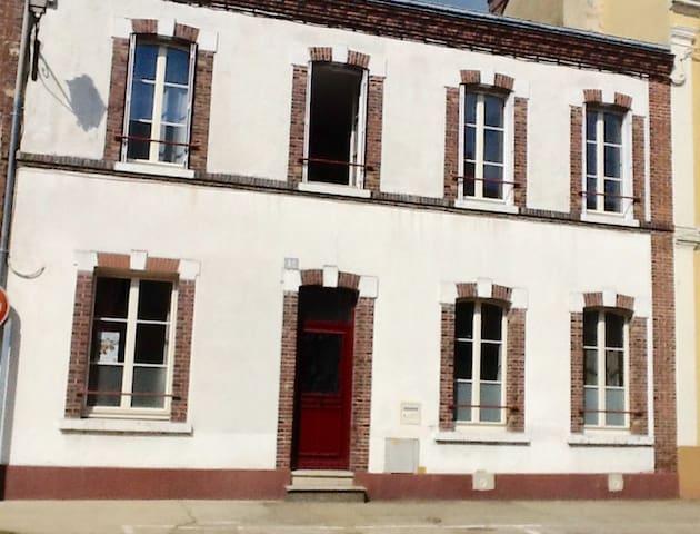 """Le """"42"""", en centre ville, 2  chambres d'hôtes - Nogent-le-Rotrou - Rekkehus"""
