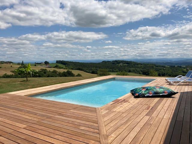 Magnifique Maison. Vue Pyrénées. Piscine chauffée.
