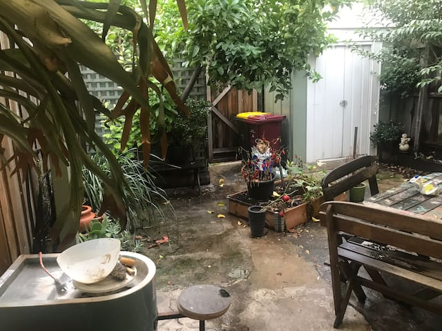 Spacious room in spacious house in South Melbourne