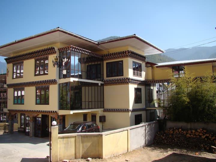 Pamtsho Hotel
