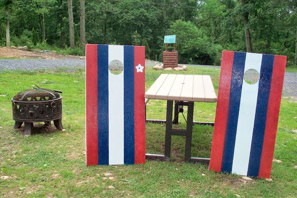 Cornhole, picnic table, fire ring - beautiful yard for activities!